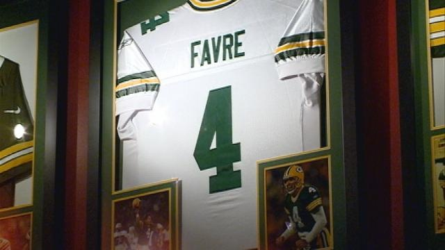 Fans react to Brett Favre news