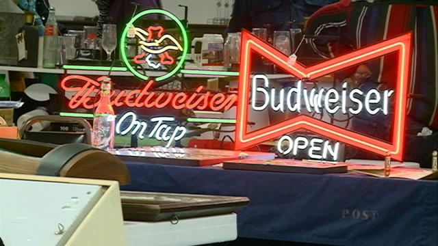 La Crosse hosts annual beer collectibles show