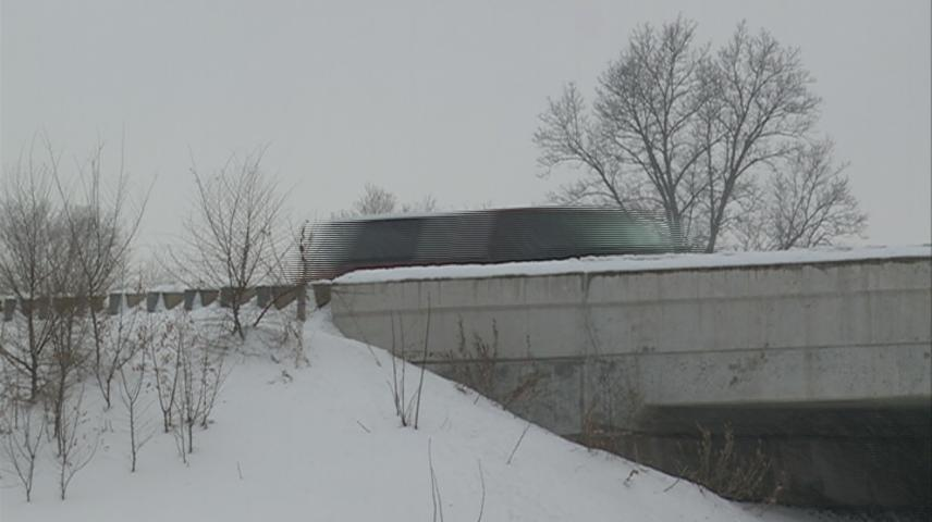 Safety driving reminders on icy bridges