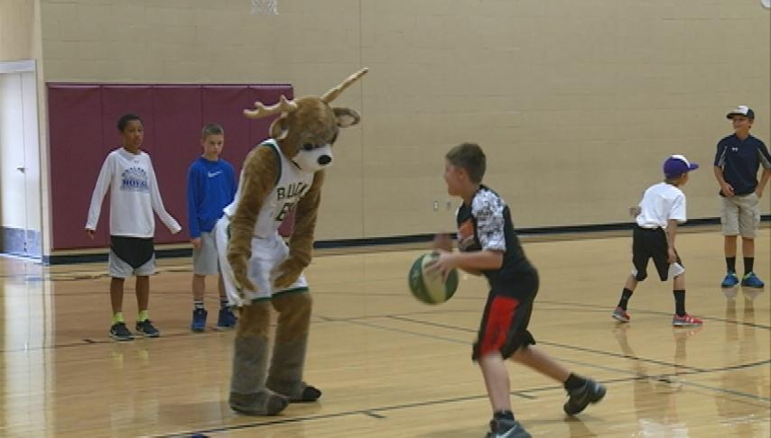 Milwaukee Bucks caravan makes stop in La Crosse
