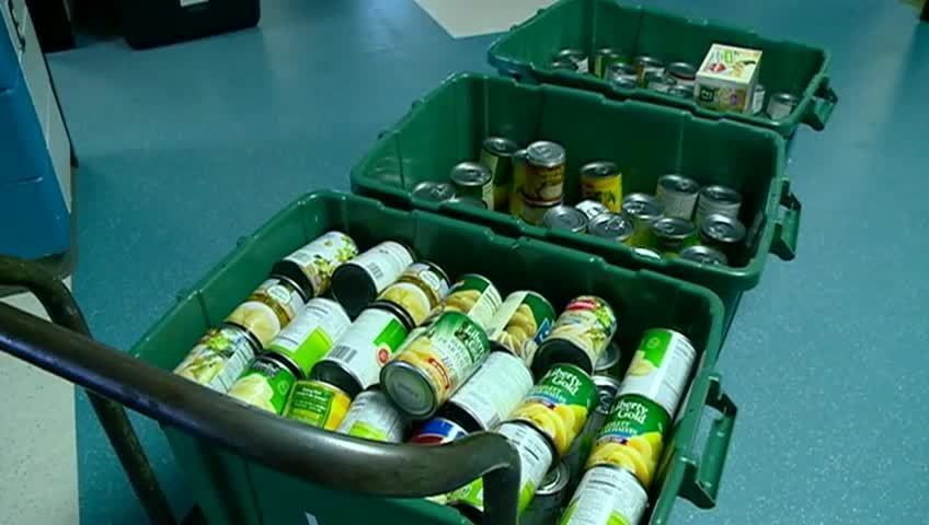 La Crosse elementary students donate pears for Christmas