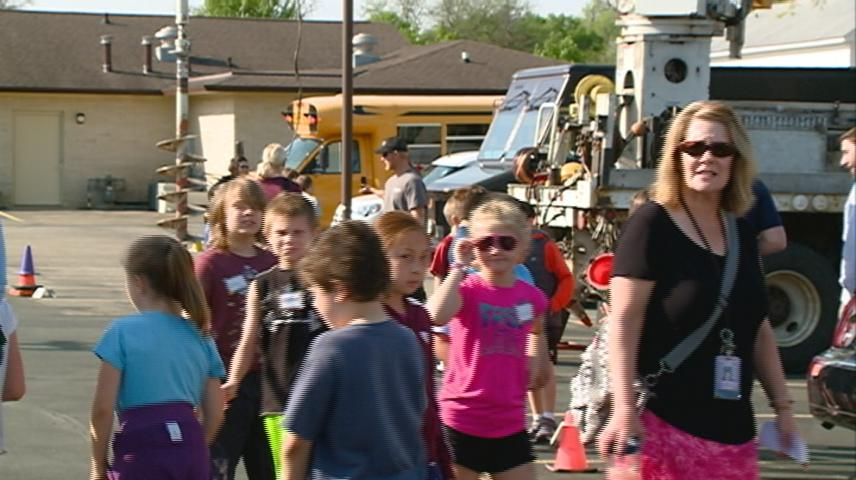 La Crosse 3rd graders learn about vehicles related to different careers
