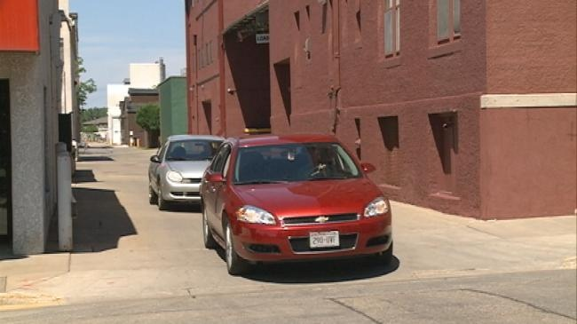 Drivers using alleys to skip traffic face fines