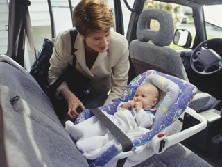 Keep kids in rear-facing car seats until 2, experts say