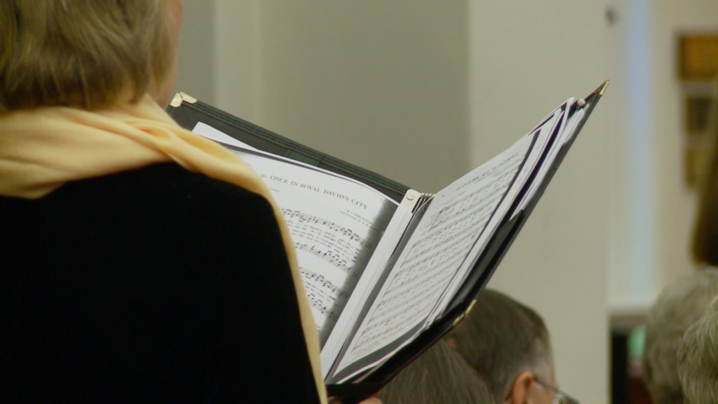 Community members sing along with La Crosse Chamber Chorale at holiday concert