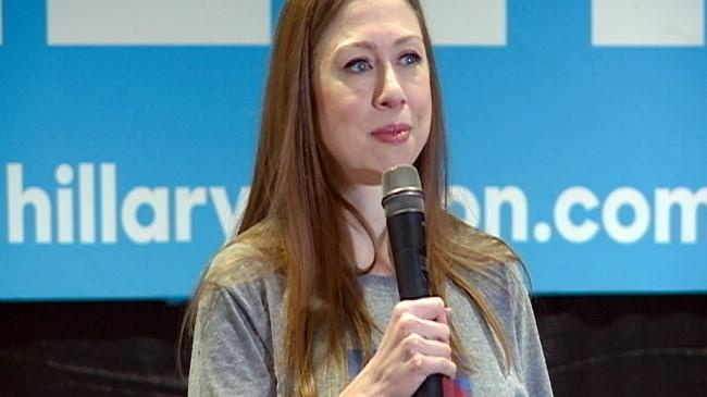 Chelsea Clinton campaigns for mother in La Crosse