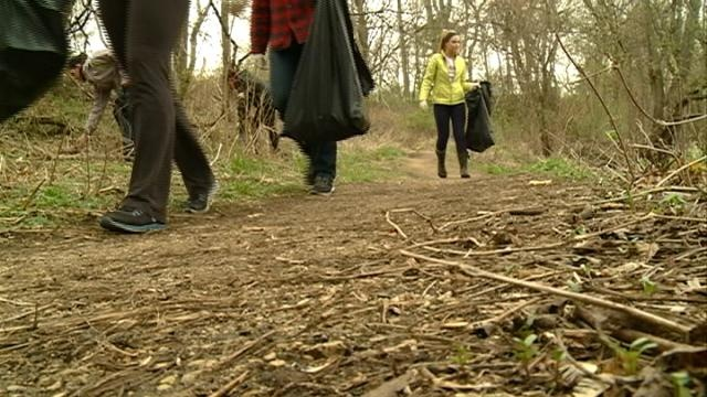 La Crosse volunteers clean the marsh