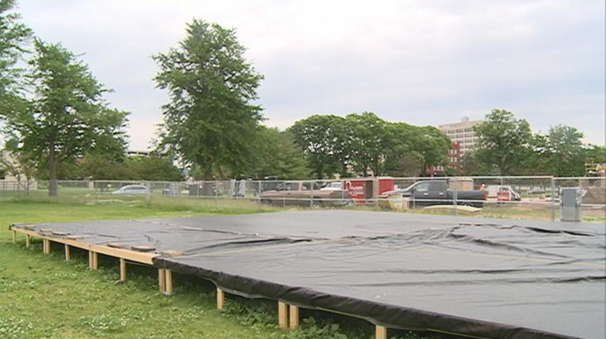 La Crosse Concert band plays on despite bandstand construction