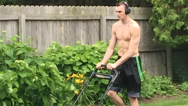 Sam Dekker returns home from NBA draft, mows lawn