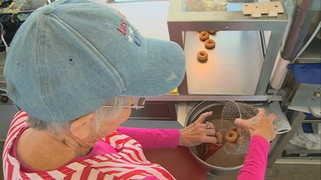 Woman sells donuts at fair for more than 40 years