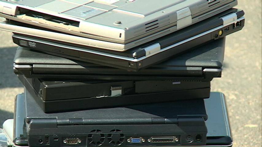 Library holds electronic recycling event