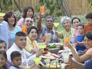 Family meals keep kids slimmer, healthier