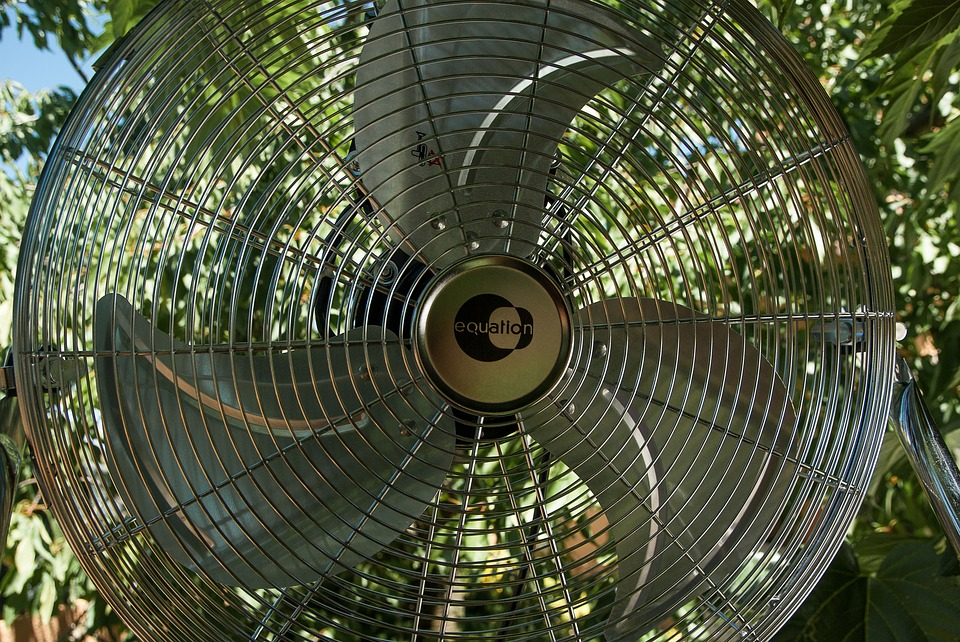 Groups in Iowa work to keep residents cool during summer