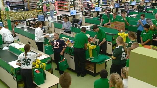 Grocery store workers show off bagging skills in competition
