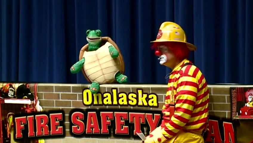 Clown, puppets teach Onalaska kids about fire safety
