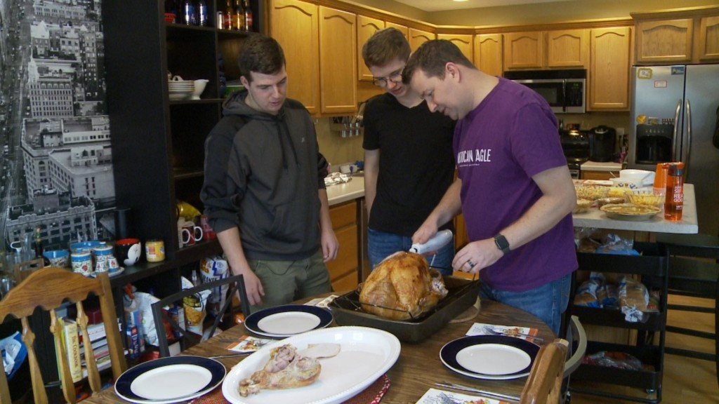 Foreign exchange students celebrate first Thanksgiving in Holmen