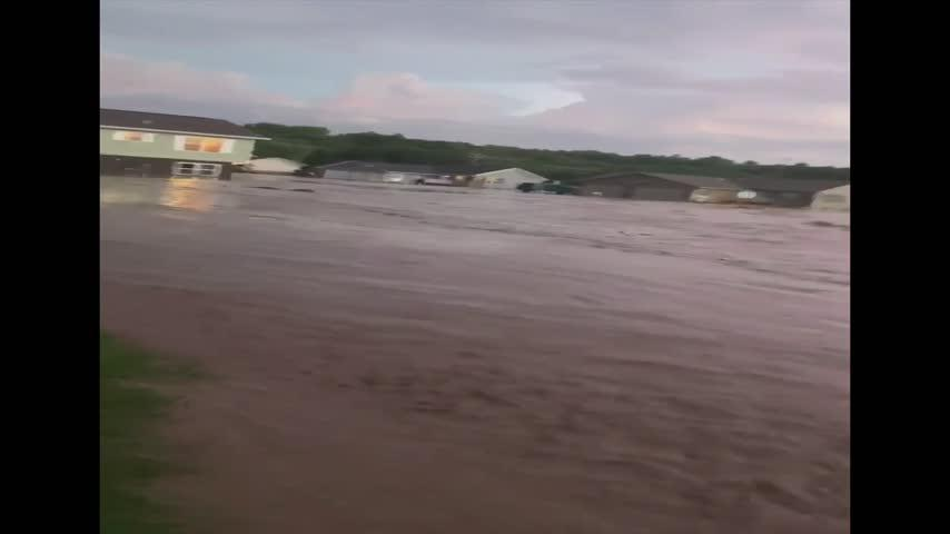 Prairie Du Chien residents picking up the pieces after flash flood damaged several homes