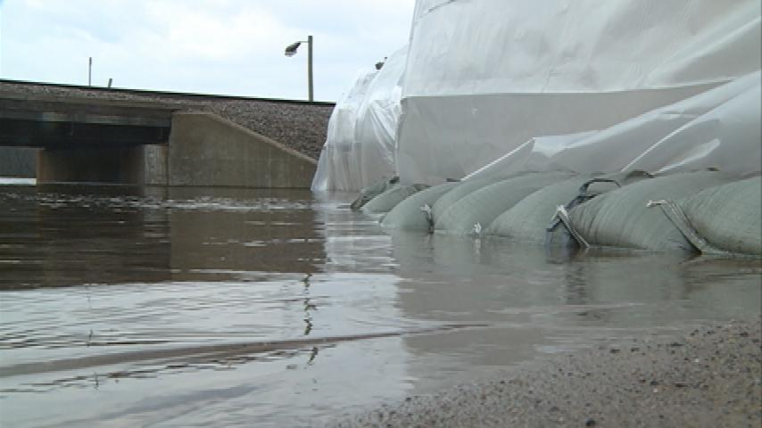 Rising floodwater inches toward businesses in Fountain City