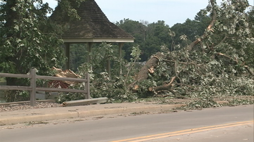 Thousands of Wisconsinites remain without power following storms, tornadoes