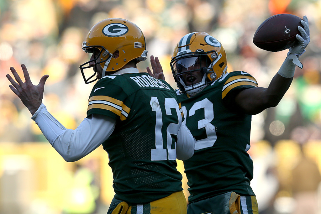 Packers playoff bound, beat Bears in rivals' 200th game
