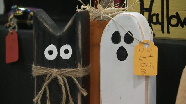 Thousands shop for Halloween decoration and more at Fall Gift & Craft Show