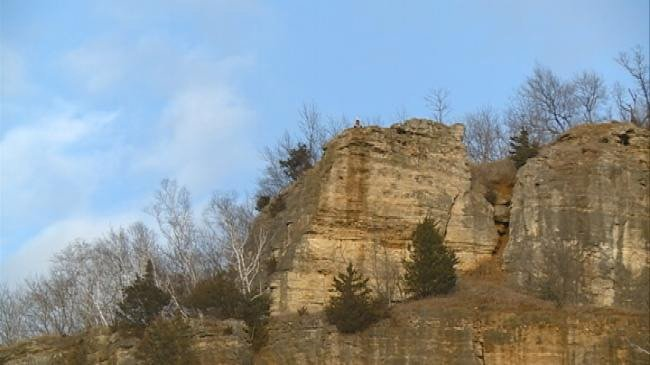 La Crosse Fire reponds to overnight bluff rescue