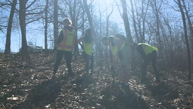 Volunteers give Grandad Bluff Park a spring cleaning
