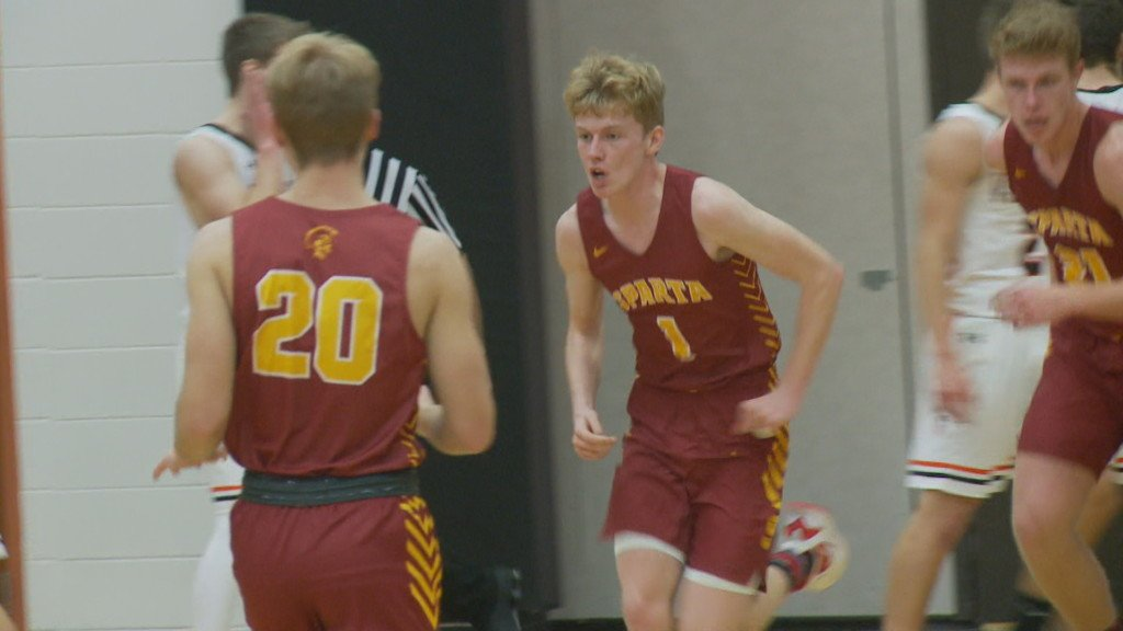 Haydn Guns scores 27, leads Sparta to win over Viroqua