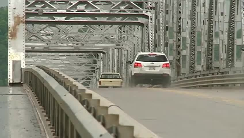 MnDOT inspects Highway 43 bridge in Winona