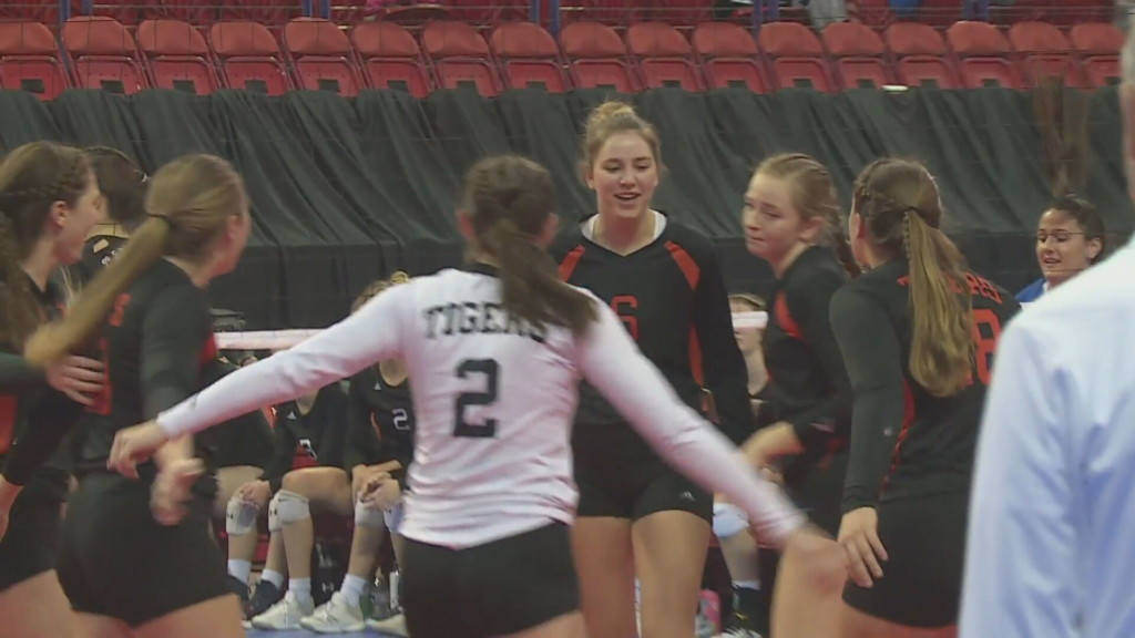 Hillsboro volleyball loses state semifinal in four sets