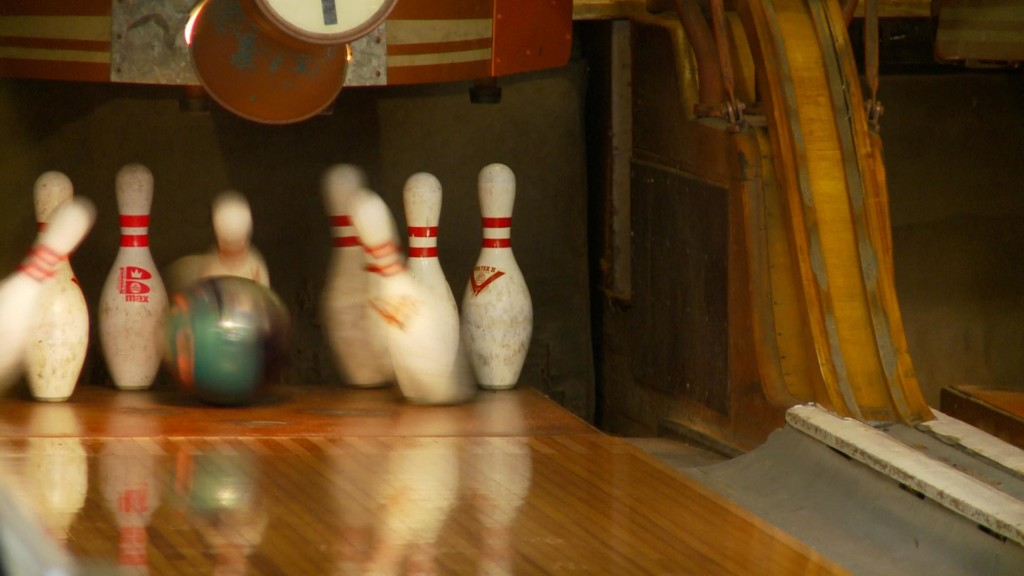 Tour of historic bowling alleys stops in Fountain City