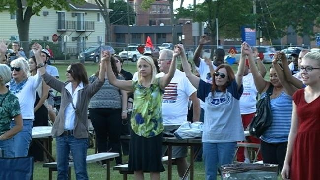 Hundreds in La Crosse gather, use love to end violence