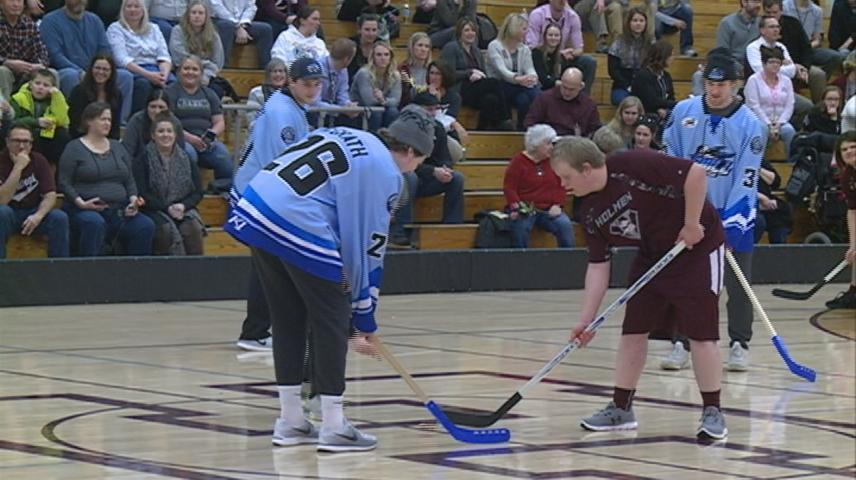 Holmen Adaptive Sports League athletes compete against Coulee Region Chill