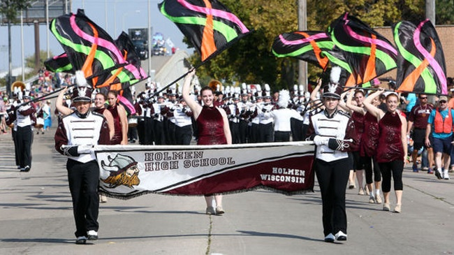 Holmen High School marching band to perform at the TaxSlayer Bowl