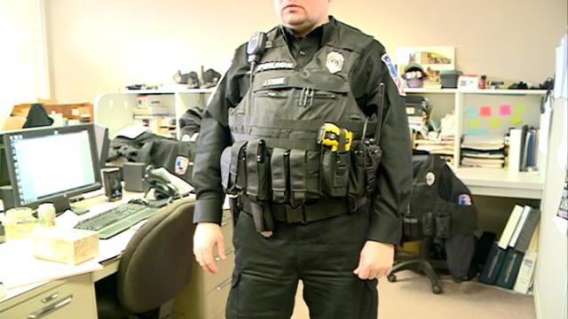 Holmen police switch from utility belts to vests