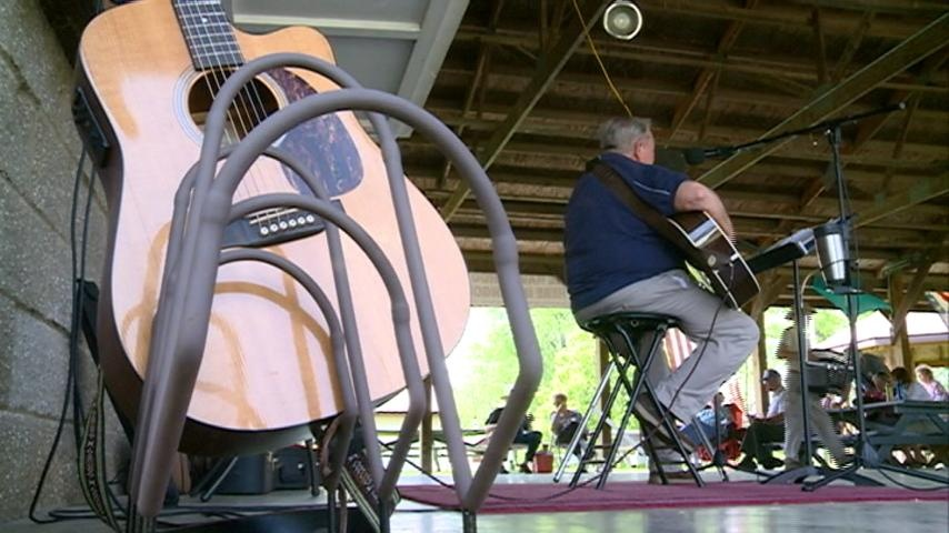 Bangor Hootenanny features local musicians, entertainers