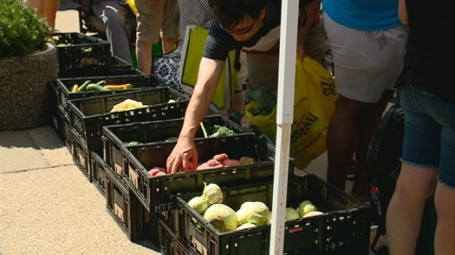 Hunger Task Force hands out produce at La Crosse library