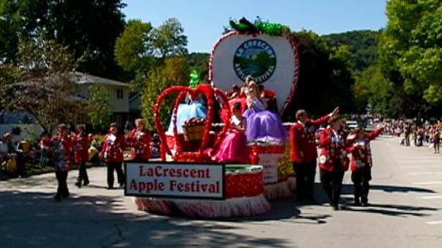 Applefest sets parade entry record
