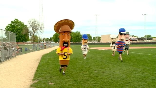 Web Extra: Brewers Racing Sausages race in West Salem