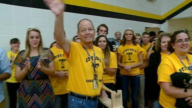 #CarneyStrong: Tomah community rallies behind coach with cancer