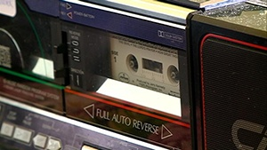 Assisted living residents receive cassette players, thank community