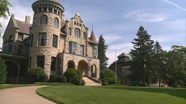 City takes first steps for 'Castle' bed and breakfast proposal