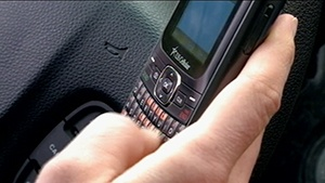 Iowa seeks app to keep teen drivers from texting