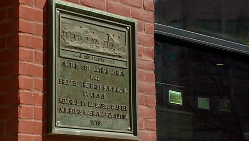 Group rededicates historic plaque at La Crosse's Charmant Hotel