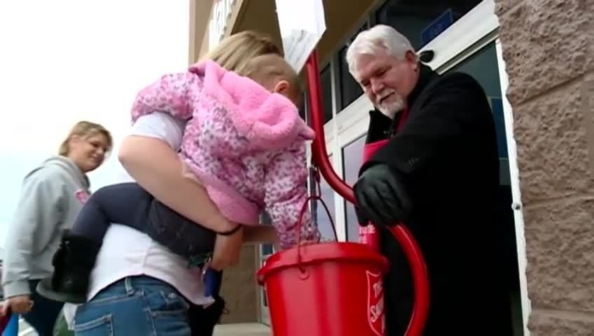 La Crosse, Onalaska mayors ring in the holidays with friendly competition