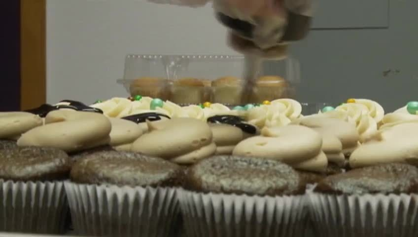 News 8 Eye Piece: Crafting Cupcakes