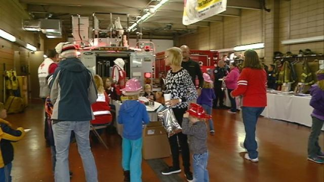 La Crosse firefighters talk fire safety at open house