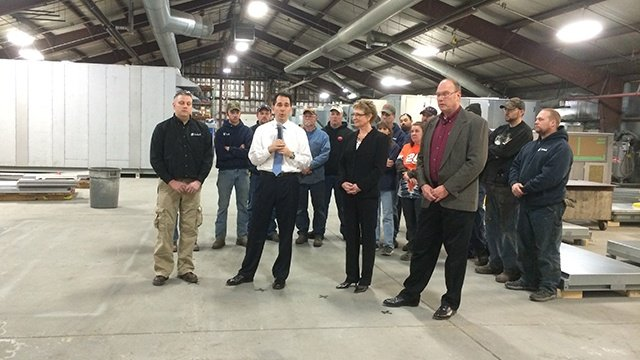 Governor Walker visits Xetex, Inc. in La Crosse