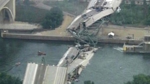 Lawmakers look to dole out bits of old 35W bridge
