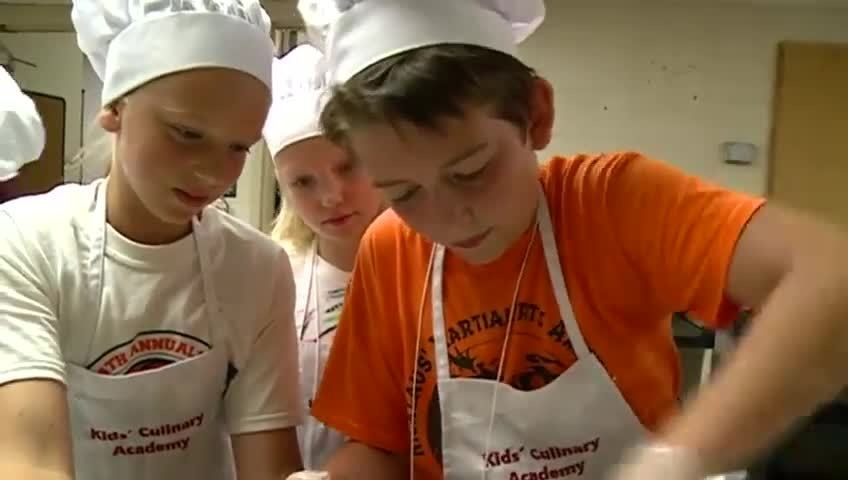 Middle school students attend 'Kids Culinary Academy' at UWL